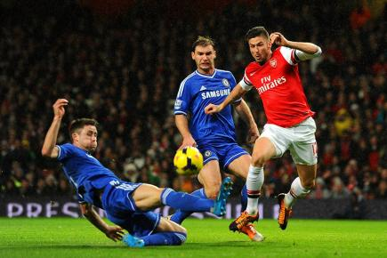 Arsenal's Olivier Giroud in action against Chelsea