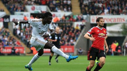 Swansea City's Bafetimbi Gomis downed Manchester United