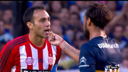 Dani Osvaldo invites his opponent to eat grass