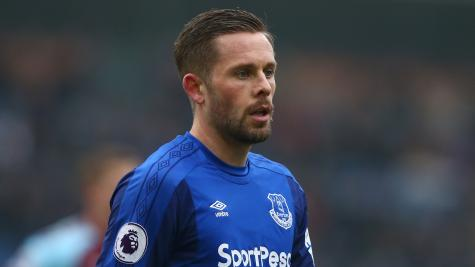 Everton midfielder Gylfi Sigurdsson out for six to eight weeks with knee injury