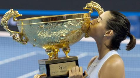 Garcia defeats new world number one Halep in China Open final