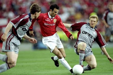 Giggs in action in the 1999 Champions League final