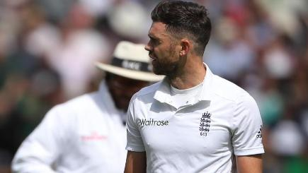 England's Finn and Woakes have Pakistan reeling