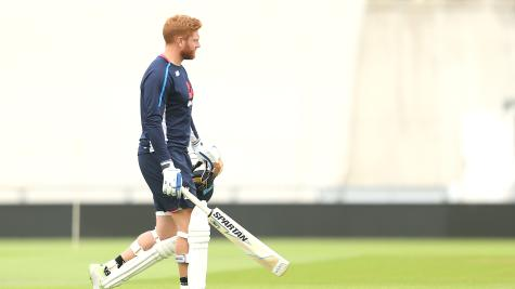 Sri Lanka restrict England as tail collapses