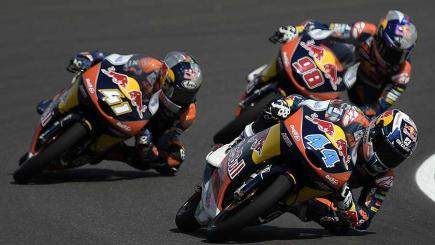 Oliveira holds on for thrilling Moto3 success