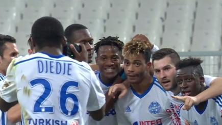 Smile! Marseille stars pose for photo after goal