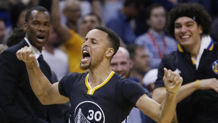 Stephen Curry Has Record-Setting Night, Peers in Awe