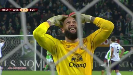 Tim Howard reacts to Aiden McGeady's horrible miss in Everton's 2-0 win over Wolfsburg