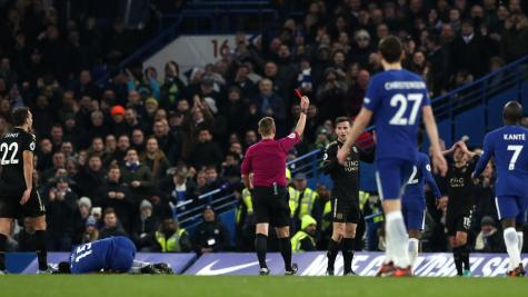 Chelsea frustrated again as 10-man Leicester hold out for point
